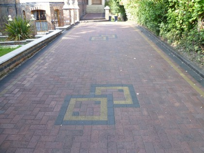 Block paving cleaned and sealed in natural matt image