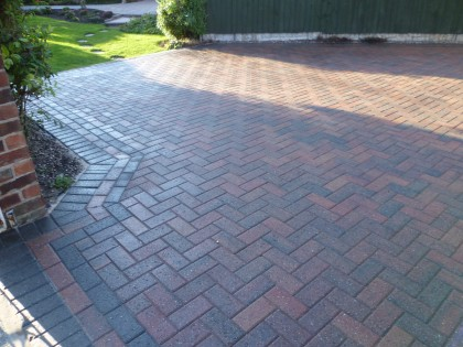 Block paving cleaned and sealed in wet gloss image